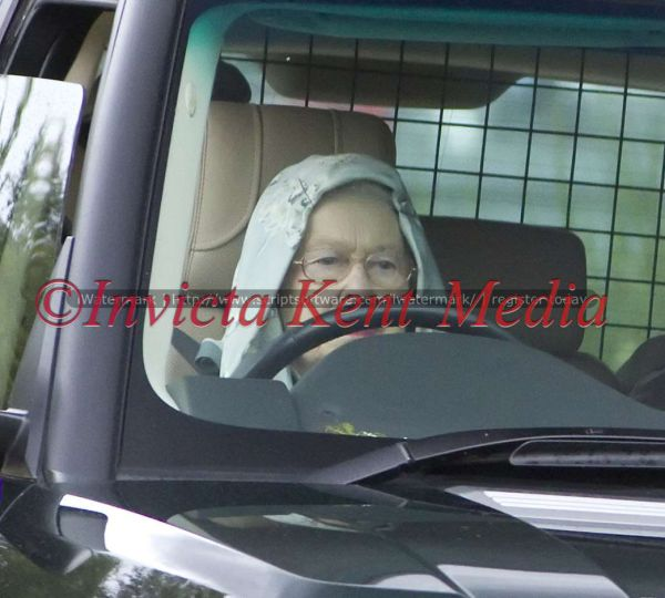 PICS SHOWS;BALMORAL GROUSE MOORS SCOTLAND.The Queen Leaves the Grouse shoot on the Balmoral Estate