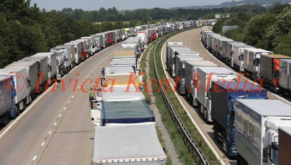 PICS SHOWS ; Operation Stack on The M20 and Highways are Distrubuting water to the The Drivers   PLEASE NOTE THE WATER IS FRENCH