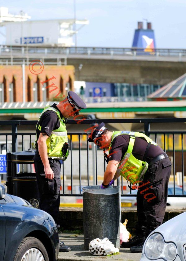 PIC SHOWS:scene at Dover docks where suspected terrorists was arrested. 16.9.17