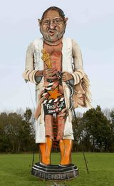 PIC SHOWS:Edenbridge Bonfire Effigy; Harvey Wienstien has been selected this year for burning at the Edenbridge Fireworks Festival.shown in the Picture is Artist Andrea Dean who painted the Effigy.1/11/17