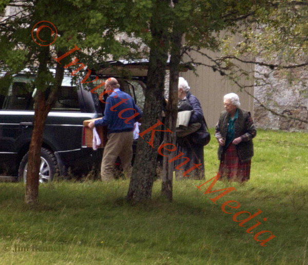PICS SHOWS.; The Queen and Prince Phillip Entertain Friends for Lunch at a lodge On The Balmoral Estate.  Prince Phillip is seen taking a Lunch Basket From The Range Rover. THE PICS WERE TAKEN FROM A PUBLIC ROAD