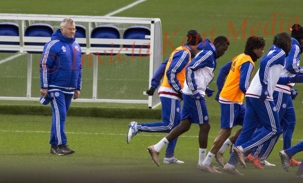 PICS SHOWS;Chelsea Training Ground Cobham in Surrey  22/12/15   Guus Hiddink with Paco Watches Chelsea training.