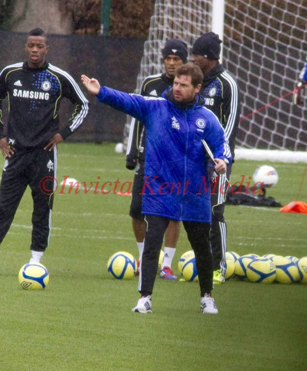 PIC SHOWS:THE FIRST TEAM SQUAD WHO DID NOT PLAY THE FULL GAME AT W.B.A TRAIN AT CHELSEA COBHAM TRAINING GROUND TODAY, TAKEN BY A.V.B. JOHN TERRY ALSO TRAINED A WEEK AND AND A HALF AFTER HIS KNEE OPERATION