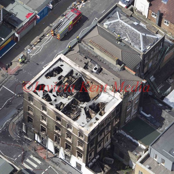 PICS SHOW;LONDON RIOT SITES.HIGH ST CROYDON WITH FIREMAN ON ROOFS