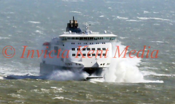 PICS SHOWS;PICS SHOWS; PICS SHOWS;Dover Port on Easter Sunday; Dfds Ferry Cote De Dunes from Dunqurke arrives into Dover today in High Winds and stormy seas.