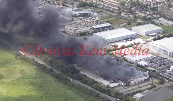 PICS SHOW;LONDON RIOT SITES.WALTHAM ABBEY FLEMING RD SONY DISTRUBUTION CENTRE