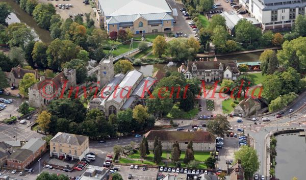 PIC SHOWS:- All Saints Church and the Archbishops Palace, next to the river Medway, near Maidstone