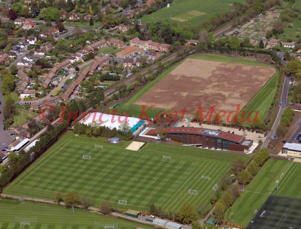 PIC SHOW;CHELSEA TRAINING GROUND IN COBHAM SURREY,ARE HAVING THERE TRAINING PITCH RETURFED.