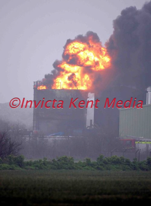 PIC SHOWS FIRE IN OIL TANK IN HOO ST WERBURGH