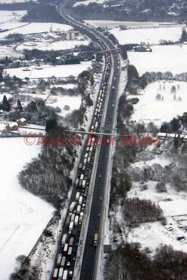 PICS SHOW;KENT IN THE SNOW FROM THE AIR. TRAFFIC CHAOS ON THE M20