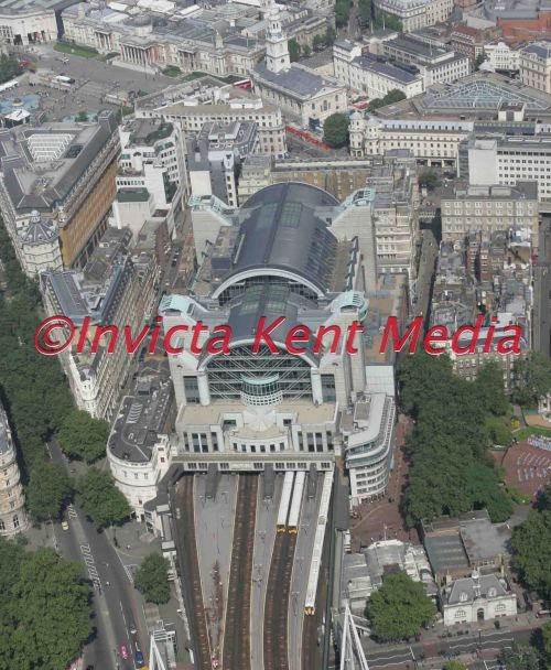 PIC SHOWS. CHARING CROSS RAILWAY STATION, LONDON