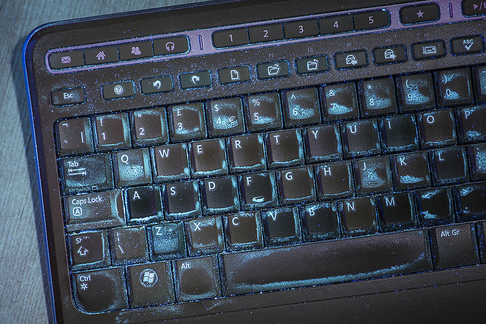 computer keyboard fluorescing in UV