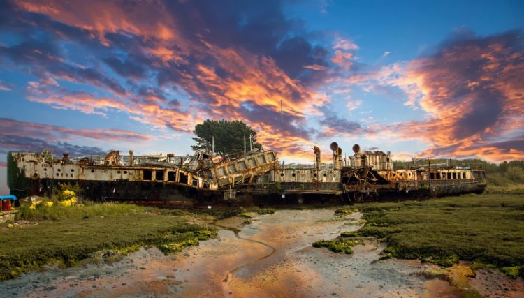 Michael Wort Sunrise over the Ryde Queen M6