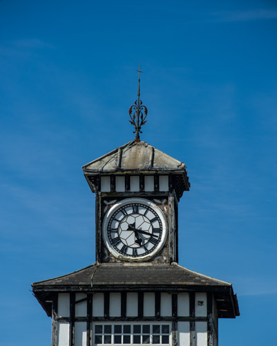 00002018 Vintage Clock