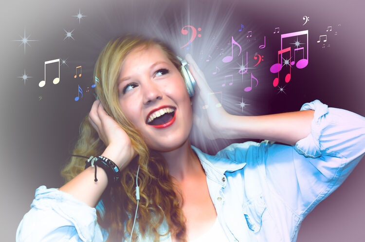 Listen to Music (Image by Bernd Everding from Pixabay)