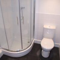 Villency, luxury student property in Loughborough with the duplex apartments having a hotel style ensuite shower room on the mezzanine bedroom floor. These student flats also benefit from a modern bathroom, with shower over the bath on the ground floor.