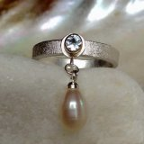 Pearl droplet ring
