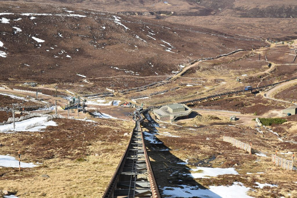approaching_halfway_station_cairngorm