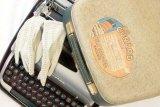 114-Retro Typewriter