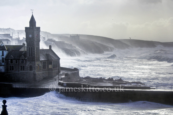 Winter Waves, Porthleven