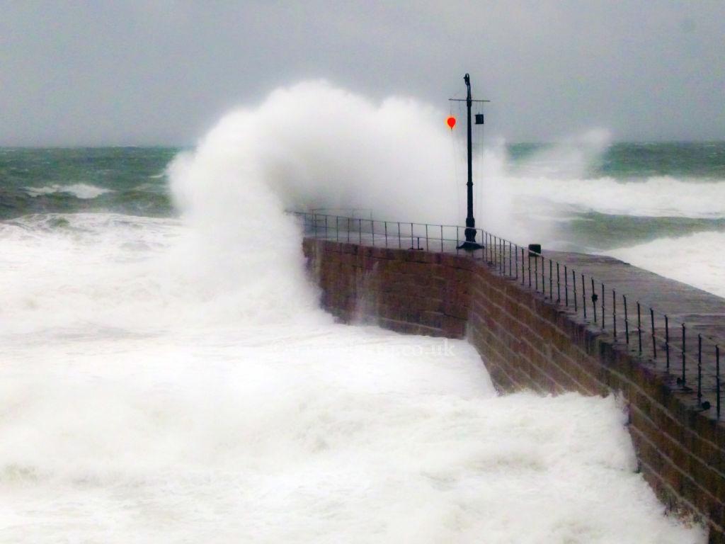 Porthleven waves