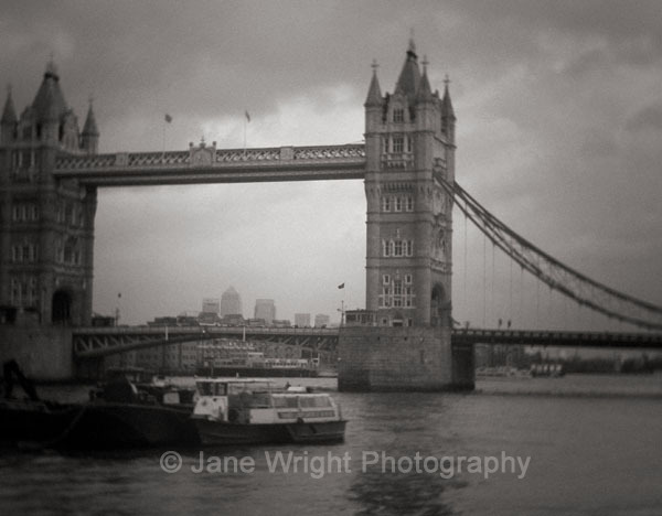 Tower Bridge, mono