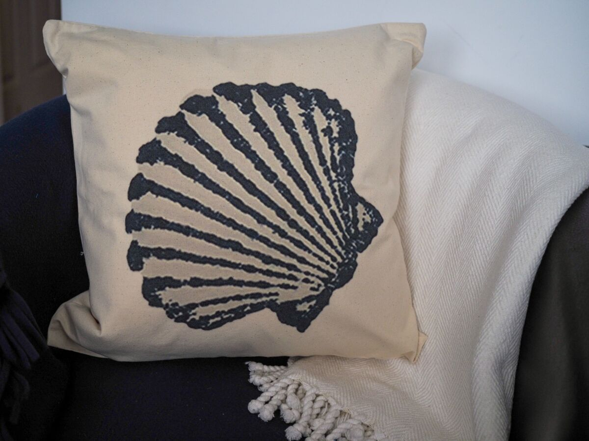 Cotton canvas coastal cushion with blue scallop shell