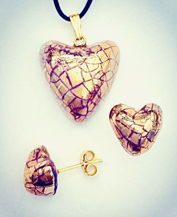 Gold heart pendant with gold heart stud earrings.