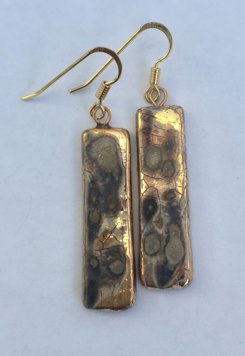 Gold rectangular drop earrings.