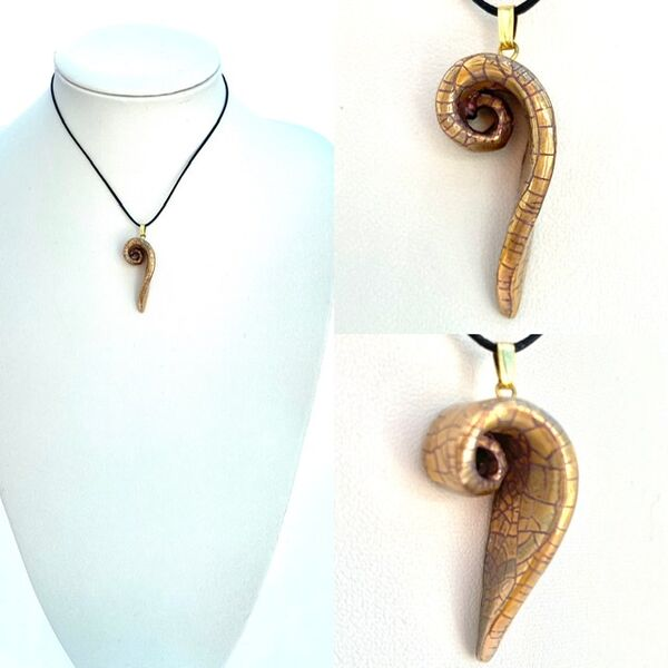 Gold lustre swirl pendant.