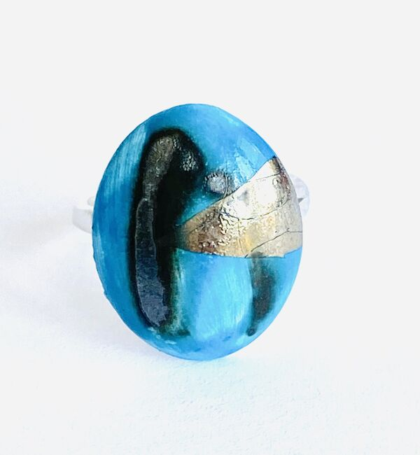 Blue porcelain ring with silver lustre.