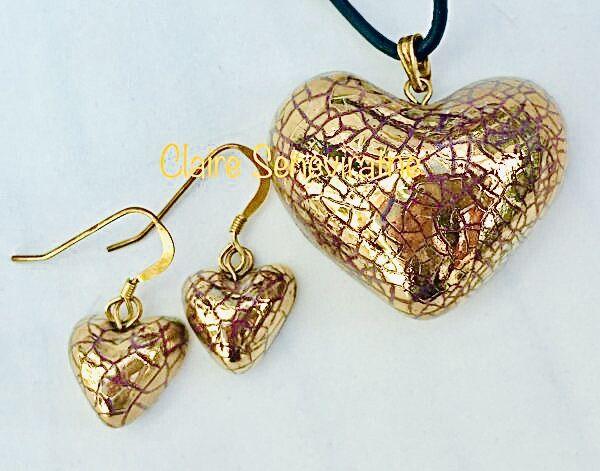 Gold heart jewellery set.