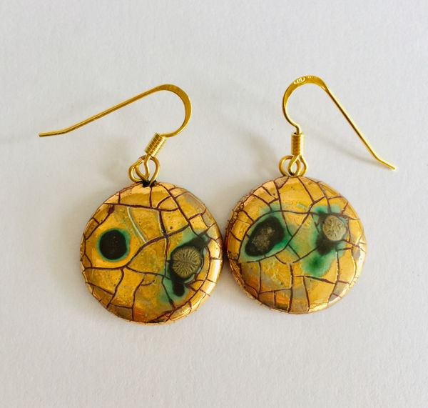 Gold round drop earrings.