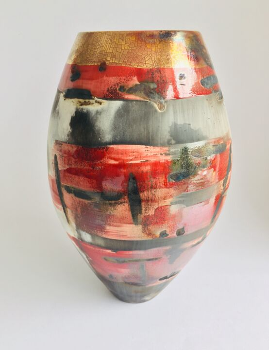 Large red smoke-fired pot with gold lustre.