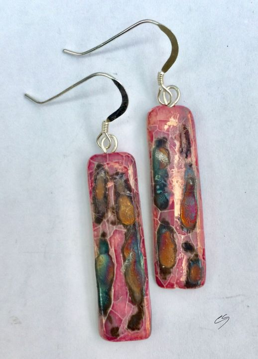 Pink rectangular ceramic earrings with iridescent colours.