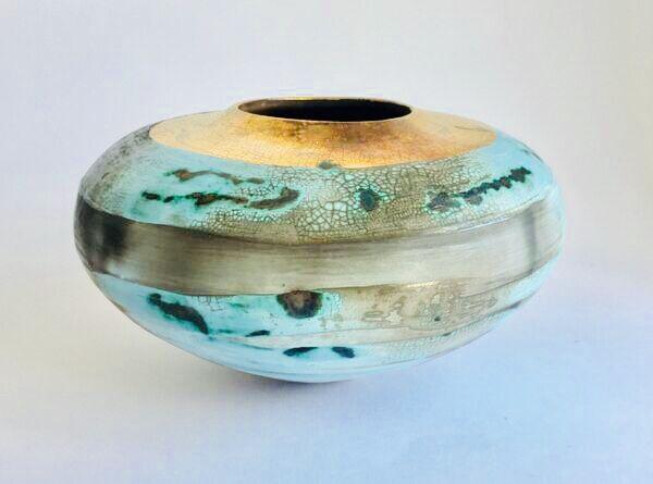 Blue porcelain smoke-fired pot.