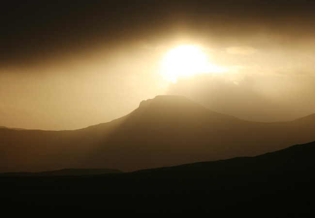 ........and catching another mood of Skye, the Tables in December