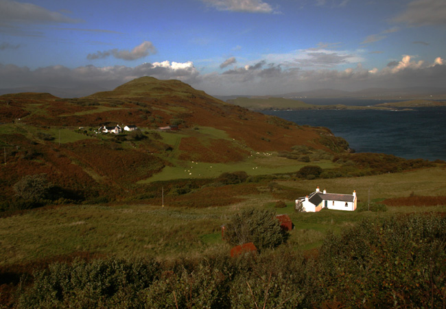 Detouring into Minginish to Fiscavaig and looking towards MacLeod's Maidens