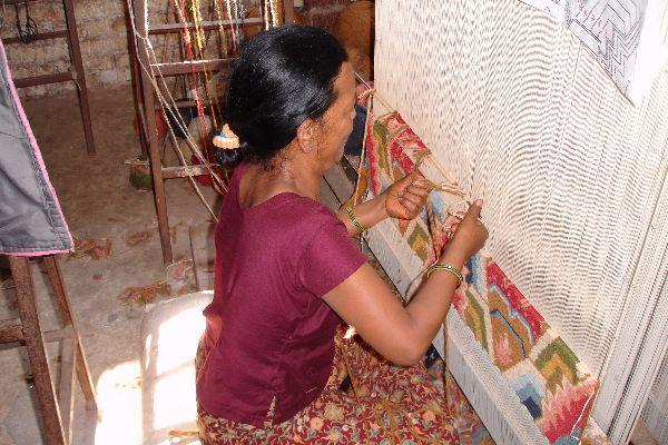 Hand knotting loom