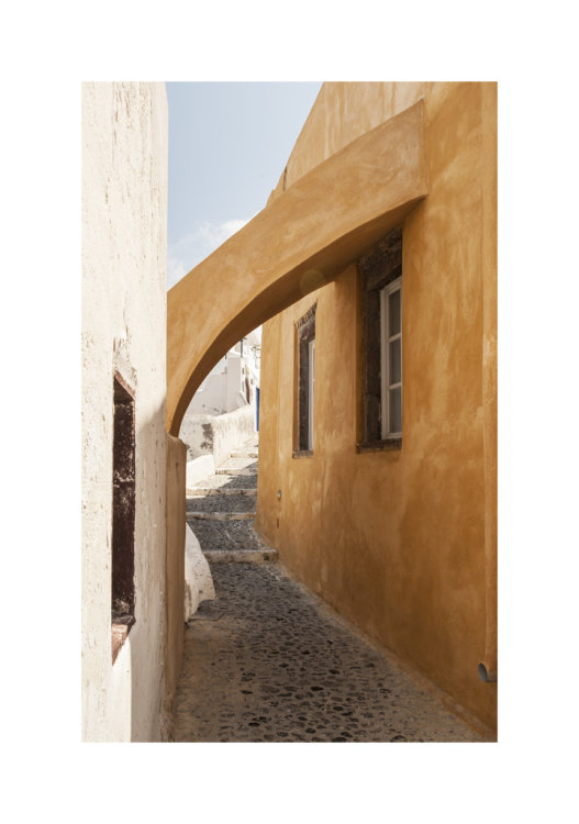 Alleyway in Oia, Santorini