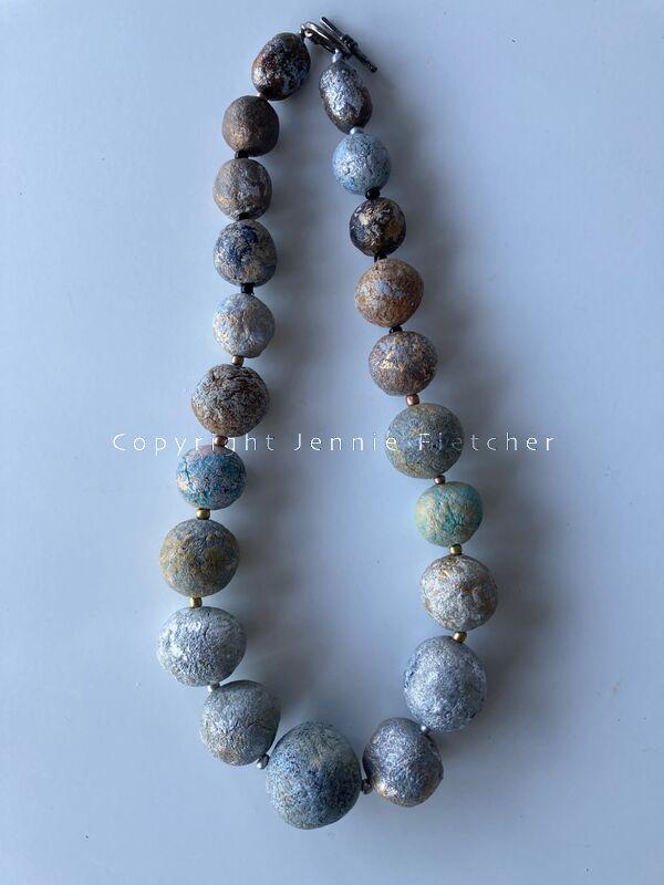 large bead necklace L1