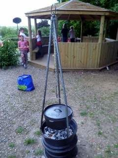 Portable firepit with tripod