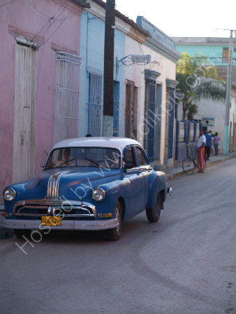 Blue car, Bayamo