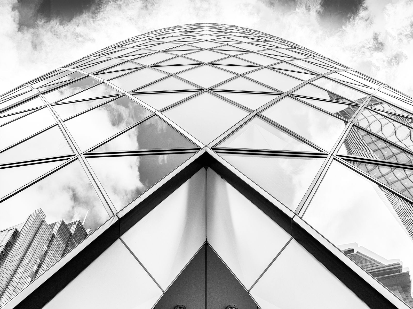 The Gherkin, 1 St Mary Axe, London, UK