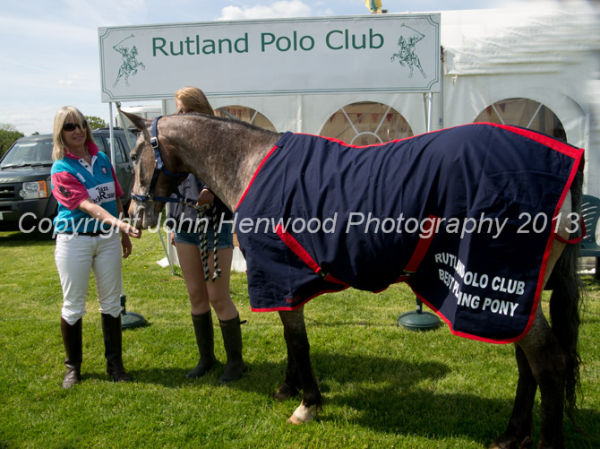 Leslie G G receives the award for the best playing pony