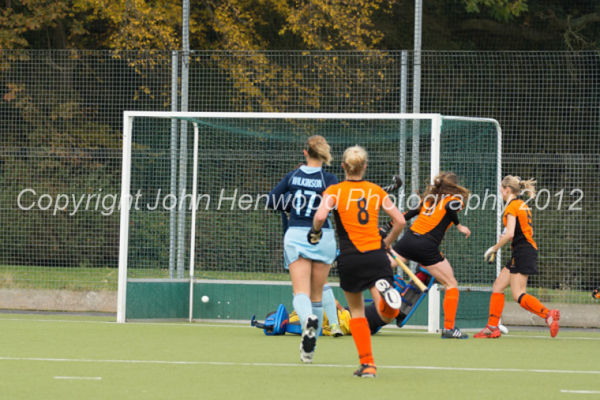 Katie Long scores for Leicester against Reading HC