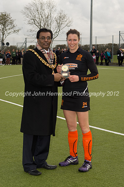 Anne Panter receives her award from Leicester's Lord Mayor