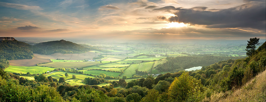 0269 The Vale of York from Sutton Bank PANORAMA
