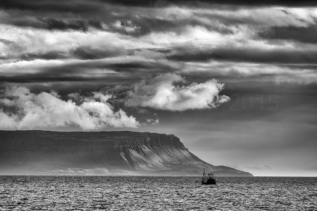 2771 B & W Sailing to Eigg, June 2015