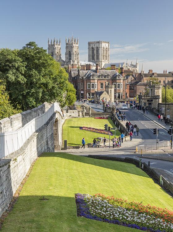 8711 York Minster and Bar Walls